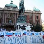 Učesnici protesta prošetali do ambasade Rusije