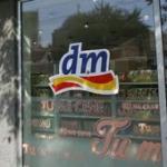 Vlasnik drogerija DM odrekao se bogatstva
