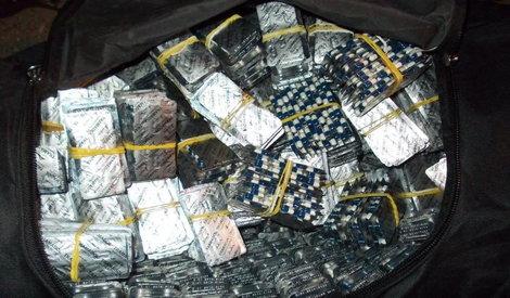DRAMA NA AERODORMU Stjuardesa ostala bez 60 kilograma kokaina i GUČI CIPELA