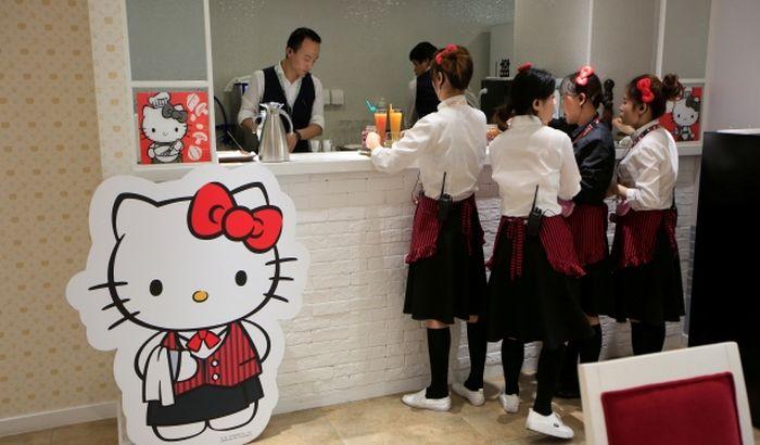 """Hello Kitty Tapete Novi Sad : Hello Kitty"""", u kojem se slu?i hrana sa likom cuvenog crtanog lika"""