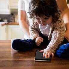 ALARMANTNO: Deca su sve depresivnija zbog PAMETNIH TELEFONA