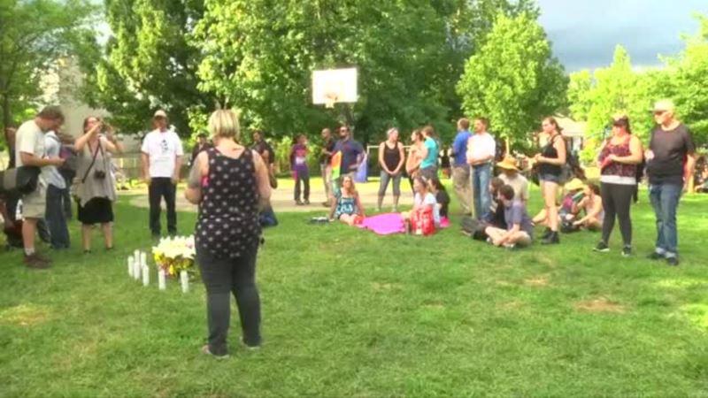 Bdenje za žrtve u Šarlotsvilu