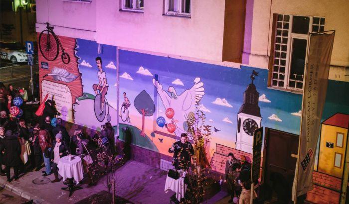 Foto novi sad dobio mural posve en biciklistima povodom for Mural u vukovarskoj ulici