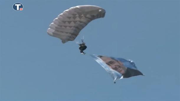 Ministar skočio iz aviona