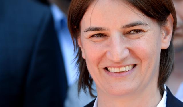 Politika: Ana Brnabić glatko, podrška 156 poslanika