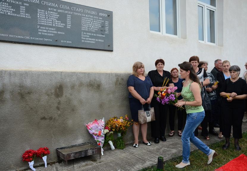 Porodice ubijenih srpskih žetelaca kod Lipljana: Danas smo ih ponovo sahranili (FOTO)