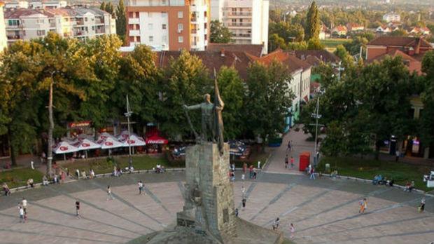 Pripadnici Lokalnog fronta privedeni zbog cepanja Vučićevih plakata