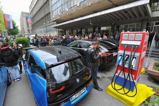 Pušten u rad prvi brzi punjač za električne automobile u Srbiji