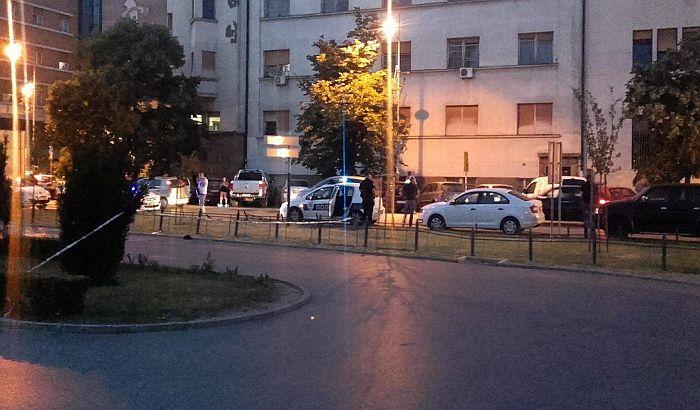 Ranjeni mladić u centru uskoro izlazi iz bolnice, za napadačima se i dalje traga