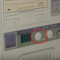 Svi se sećamo OVOG tastera na računarima, imao je NAJBOLJU funkciju, a onda su ga UKINULI (VIDEO)