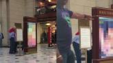 Umesto reda vožnje, na železničkoj stanici pušten porno-film