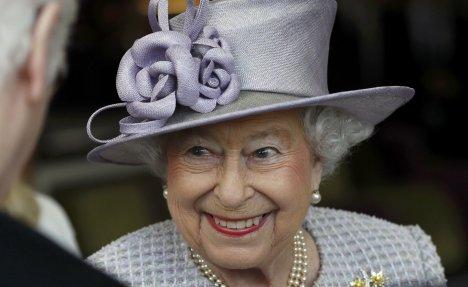 (VIDEO) KRALJICA ELIZABETA SLAVI ROĐENDAN: Najdugovečnija britanska vladarka napunila 91. godinu