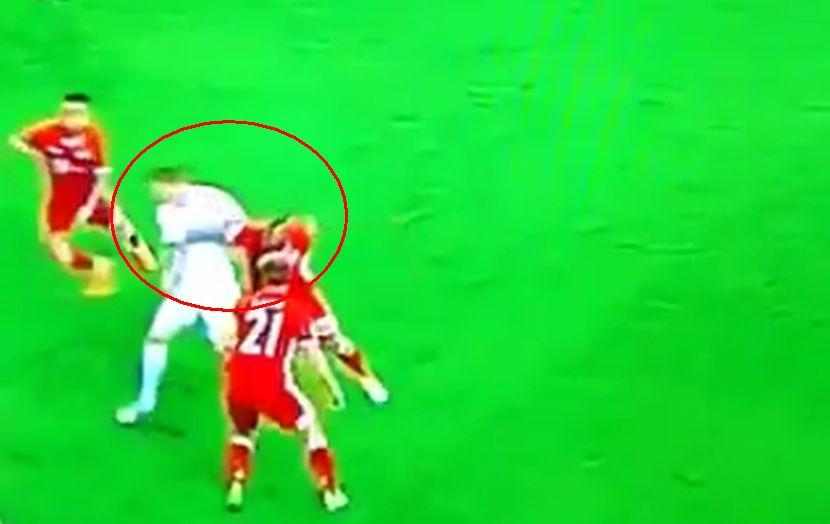 Vidalu preti suspenzija: Da li je moguće da sudija nije video ni kako je udario Krosa? (VIDEO)