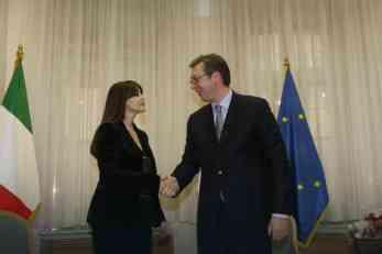 A OD VUČIĆA... Evo šta je premijer Srbije poklonio Moniki Beluči