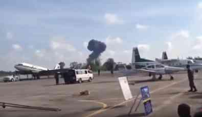 Avion se srušio na mitingu, poginuo pilot