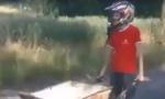 BOSANAC HIT NA INTERNETU: Izmislio kolica na motorni pogon