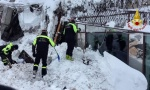 ČUDO U ITALIJI: Šestoro preživelo lavinu u hotelu, 40 sati bili zatrpani pod snegom!