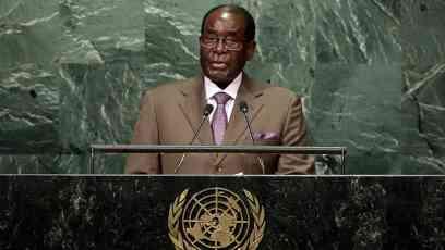 ČVRSTA RUKA ZIMBABVEA I NAJSTARIJI PREDSEDNIK NA SVETU: Mugabe danas slavi 93. rođendan