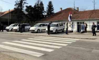 DONACIJA OPŠTINE VOŽDOVAC: Policijska stanica Beli potok dobila četiri nova vozila
