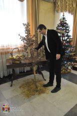 Gradonačelnik uneo badnjak u zgradu Gradske uprave