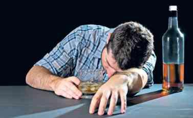KAD SE CUGNE ČAŠICA VIŠKA: 10t stvari koje alkohol čini vašem organizmu