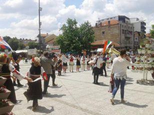 Kolo, veselje i trubači na Festivalu penzionera u Leskovcu