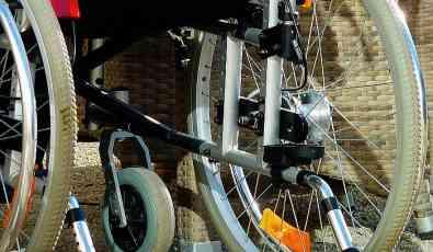 Ministarstvo: Osobama sa invaliditetom nisu ukinute povlastice za uvoz opreme