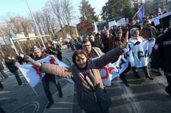 NEZADOVOLJNI, ali neće u štrajk: Sindikati pucaju ĆORCIMA