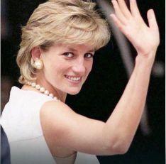 NOĆ KADA JE PRINCEZA POGINULA Kraljevska porodica primila je strašnu vest. Isti dan Kamila je počela da zauzima DAJANINO MESTO