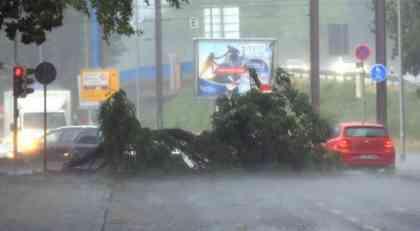 Njemačka: U olujnom nevremenu poginulo dvoje ljudi
