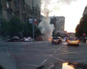 POŽAR KOD VLADE SRBIJE: Zapalio se automobil u Nemanjinoj?