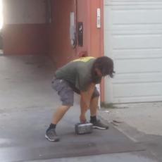 PRAVI TOROV ČEKIĆ! Njega može da podigne samo VLASNIK i niko drugi! (VIDEO)