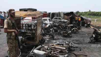 Pakistan: 140 žrtava u eksploziji tankera