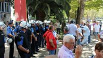 Penzioneri KAP-a krenuli u Skupštinu, policija reagovala