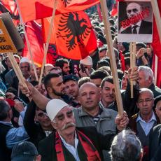 SRAMOTAN ZAHTEV KOSOVSKIH ALBANACA: Srbija da izdvoji MILIJARDE EVRA za šiptarske penzije?!