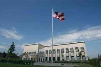SVE ĆU VAS POBITI Muškarac iz Čačka na engleskom pretio američkoj ambasadi u Beogradu