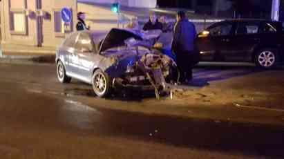 Saobraćajka u Dimitrija Tucovića: Vozači povređeni, automobil se zapalio