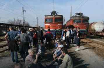 Štrajk železničara probudio obespravljene radnike u Srpskoj: Ko će sledeći pozvati Dodika na čašicu kruškovače?