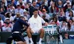 Svetski mediji sumnjičavi prema navodima Đokovića da je lakat razlog posrtanja: Zašto tek sad o povredi?