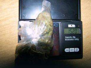 UHVAĆENI U TOKU RAZMENE DROGE Taksijem mu poslali marihuanu, policija uhapsila i njega i taksistu