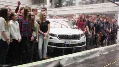 VIDEO: Ginisov rekord - Škoda Kodiaq i 275 ljudi u velikom mehuru