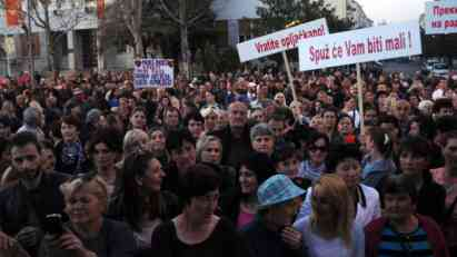 Više od hiljadu ljudi na večerašnjem protestu majki u Podgorici