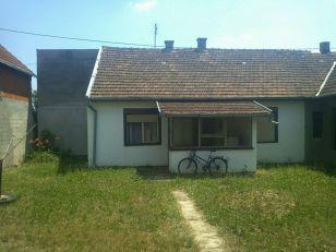 Vladimir poklanja ovu kuću, koja se prostire na 4,5 ari: U blizini su škola, obdanište, dečje igralište… (FOTO)