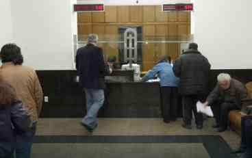 ZA GUŽVE NA ŠALTERIMA KRIVI GRAĐANI Banjalučani čekali poslednji čas za legalizaciju