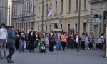 Zrenjanin: Dečak koga šalju u Švedsku noću plače i doziva majku