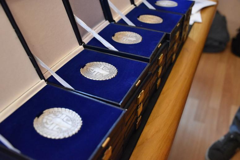 Leskovac: Vojnicima koji su dobrovoljno služili vojni rok uručene značke i zahvalnice