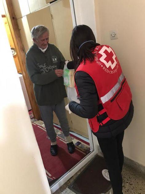 Пуне руке посла и хуманости у Црвеном крсту Трстеник