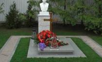 GODIŠNJICA: Vulin i radikali posetili grob Slobodna Miloševića