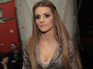Kad se nemirna suknja popne na gore: Jelena Kostov pokazala da ne nosi gaćice?! (FOTO)