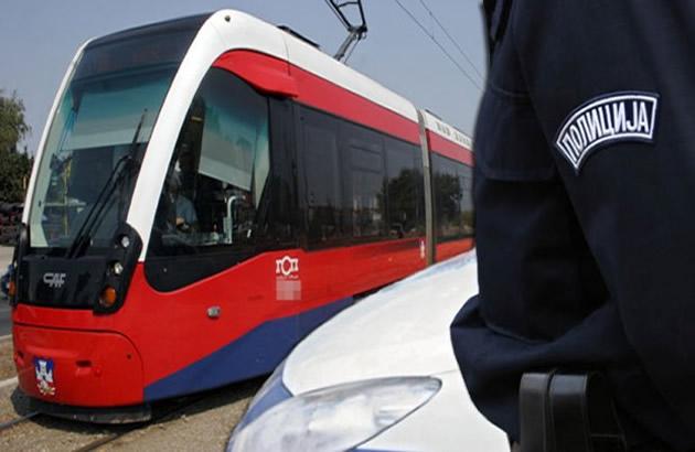 FILMSKA POTERA HEROJA POLICAJCA NA ZVEZDARI Jurio lopova zaustavio tramvaj pa zeni vratio pare
